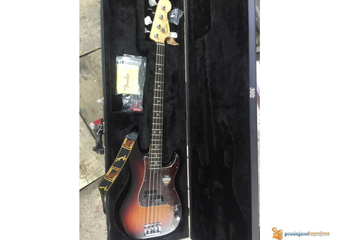 Fender Precision bass/ Made in California/ NOV