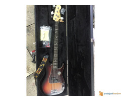Fender Precision bass/ Made in California/ NOV