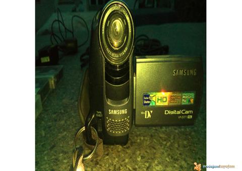 prodajem kameru samsung mini dv