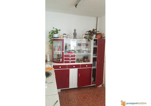 Kredenac kuhinjski