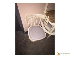 Restaurirani stolovi i stolice