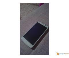 Prodajem mobilni telefon