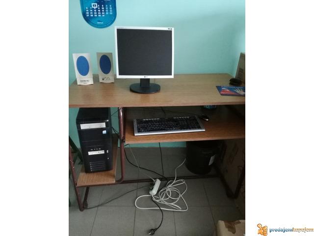 Kompiuter PC sa monitorom i stolom - 1/1
