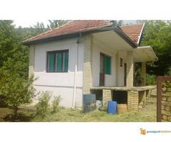 Vikendica od 70 m2 na 14 ari u s.Kamenica Niš