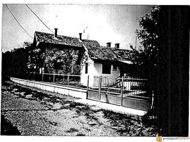 Prodaje se prizemna vikend kuća u Krnjevu - 2/2