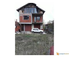 KUĆA OD 450 M2 NA 3,2 ARI D.VREŽINA U NIŠU!!