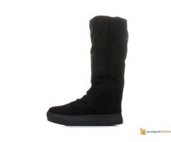 Crne duboke cizme