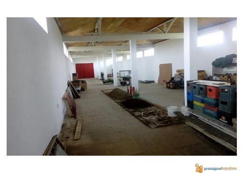 Stambeno-poslovni prostor od 1250 m2 na 18 ari u blizini Niša!