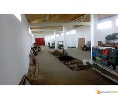 Stambeno-poslovni prostor od 1250 m2 na 18 ari u blizini Niš...