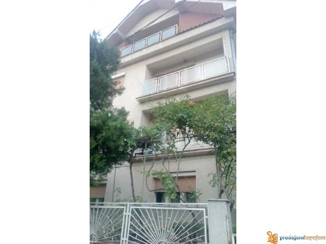Kuće od 240 m2 i 70 m2 na 5 ari na Paliluli u Nišu! - 1/7